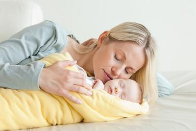 Ladies, Ternyata Inilah 3 Cara Jitu Menidurkan Bayi Baru Lahir