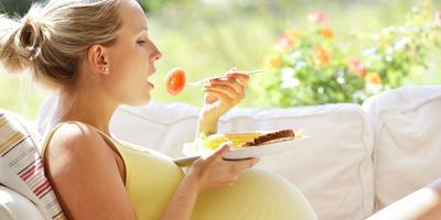 Moms, Stop Konsumsi Makanan Ini Saat Hamil Ya!