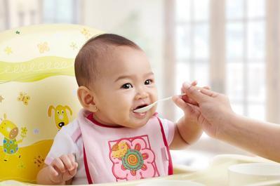 Ini Dia Daftar Menu MPASI Pertama untuk Bayi Agar Dia Mau Mulai Makan