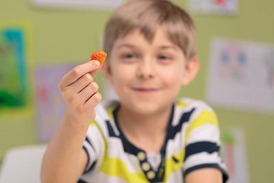 Inilah Alasan Mengapa Kamu Perlu Memberikan Vitamin Kepada Si Kecil!
