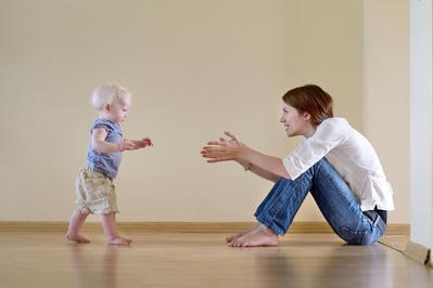 Moms, Ini Dia Cara Cerdik Melatih Anak Belajar Berjalan yang Perlu Diketahui