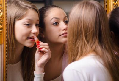 Dijamin Cantik! Ini 5 Langkah Make Up yang Pas untuk Remaja Saat ke Pesta