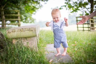 Moms, Ini Tahapan Anak Belajar Berjalan yang Perlu Diketahui