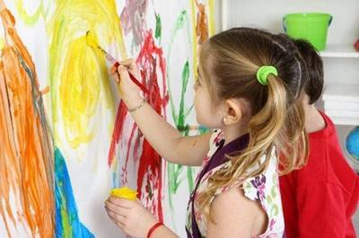 Agar Makin Kreatif, Yuk Moms Ajak Anak Mendekor Kamarnya Sendiri