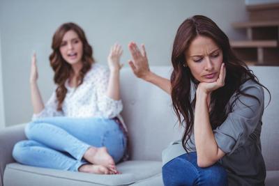 Duh, Suasana Hati Anak Remaja Suka Berubah Sewaktu-waktu Lho, Begini Menghadapinya!