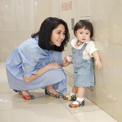 Punya Wajah Mirip Banget dengan Gisel Kecil, Ini Dia Gaya Fashion Si Imut Gempita Putri!