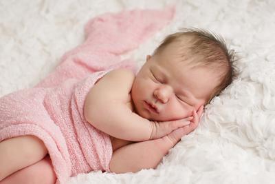 Tak Perlu Repot, Ini 6 Cara Sederhana Merawat Kulit Bayi Baru Lahir