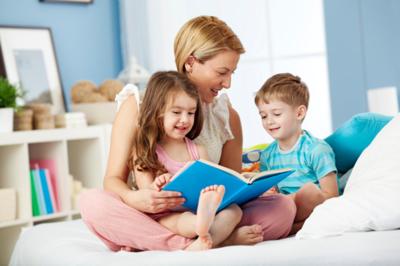 Moms, Tahu Enggak Ternyata Ini Lho Manfaat Membacakan Cerita Pada Anak