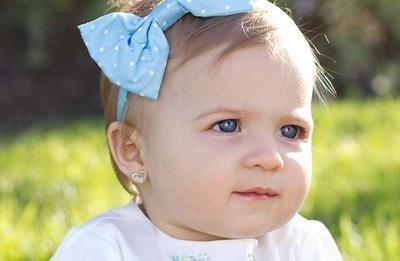 Cari Tahu Yuk, Mom! Ini Fakta Menindik Telinga Bayi dan Cara Merawatnya