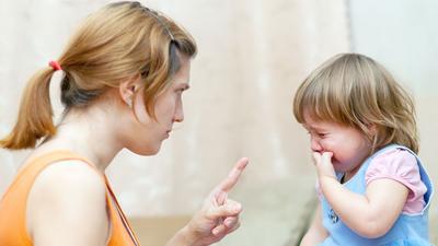 Moms, Sebaiknya Jangan Lakukakan 4 Hal Ini Saat Si Kecil Sedang Menangis