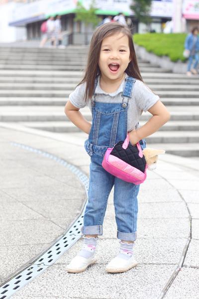 Style anak artis ala Kiyomi Bachdim saat di Jepang