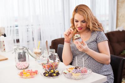 Awas! Ini Makanan yang Boleh dan Enggak Boleh Dikonsumsi Saat Hamil Ya Moms