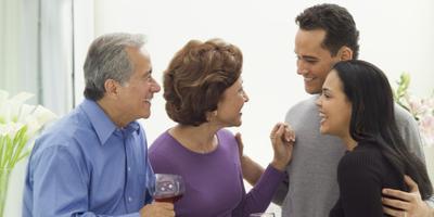 Mau Makin Akrab dengan Keluarga Suami? Begini Caranya!