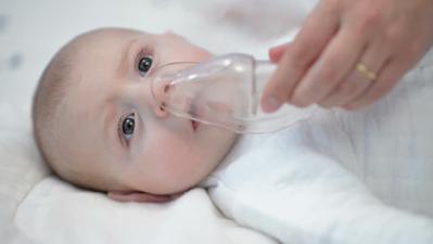 Bolehkah Bayi Diuap? Ketahui Dulu Plus Minusnya Yuk, Mom!