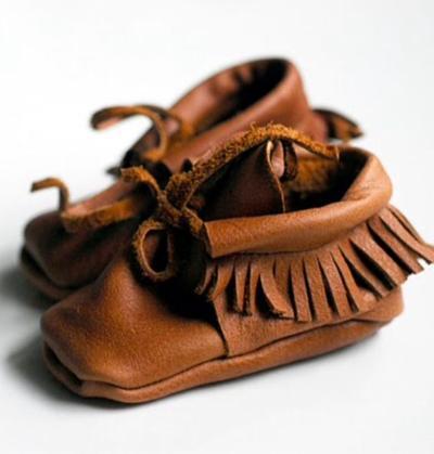 Gemesin! Ini 5 Inspirasi Sepatu Bayi Laki-laki yang Bikin Hangat Si Kecil di Musim Hujan