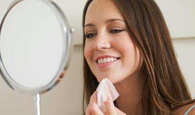 4. Hapus Minyak dengan Blotting Paper