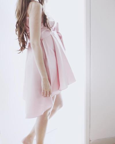 Cantiknya Istri Ringgo Agus Rahman Saat Hamil! Style-nya Bisa Kamu Jadikan Inspirasi Lho Moms!
