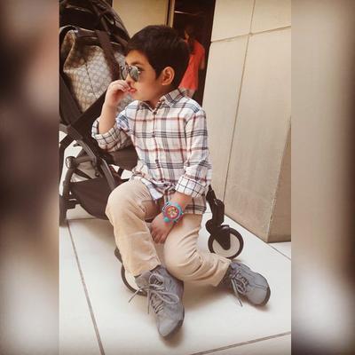 Intip Yuk Moms, Gaya Fashion Si Ganteng Quenzino Anak Carissa Puteri yang Menggemaskan