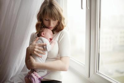 Dari Keempat Ciri-Ciri Baby Blues Ini, Mana yang Paling Membuat Moms Stres?
