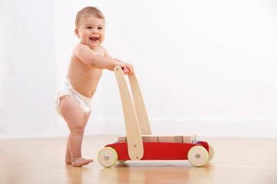 Ternyata Push Baby Walker Lebih Efektif Membantu Bayi Berjalan Lho! Ini Penjelasannya