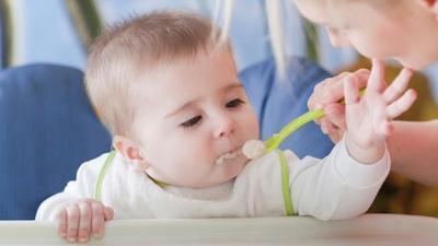 5 Peralatan MPASI Bayi yang Wajib Banget Kamu Punya, Moms!
