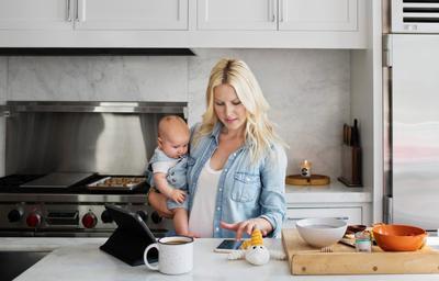 Jangan Sedih Moms, Ini 4 Tips Menghadapi Dilema Ibu Bekerja