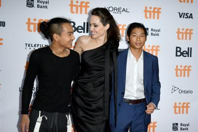 Angelina Jolie, Maddox, dan Pax