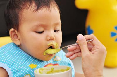 Ciri-Ciri Bayi Siap Mengonsumsi MP ASI