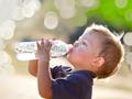 Membiasakan anak minum air putih