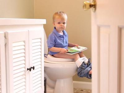 Biasakan Anak untuk Buang Air Besar