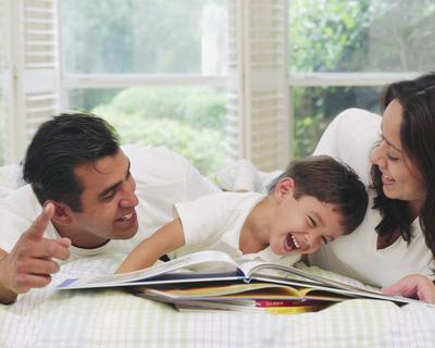 6 Tips Seru Membacakan Cerita untuk Anak yang Bisa Membantu Perkembangannya