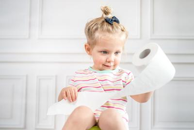 Ternyata Ini 4 Solusi Susah Buang Air Besar Pada Bayi dan Anak yang Belum Kamu Ketahui