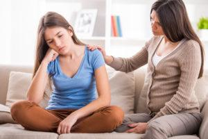 1) Jangan melewatkan rutinitas mengobrol dengan anak