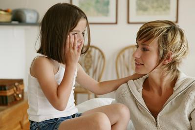 Ingin Anak Perempuan Lembut Tapi Tangguh, Ini Rahasianya