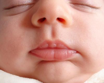 Tak Disangka, Inilah 5 Manfaat yang Dapat Minyak Kelapa Berikan pada Kulit Bayimu!