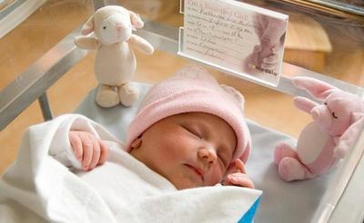 5. Letakkan Bayi dengan Perlahan