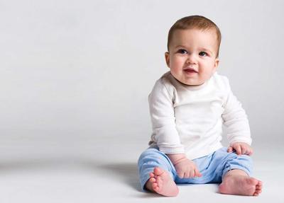 Begini Lho Moms Tahapan Bayi Merangkak Hingga Mulai Berjalan
