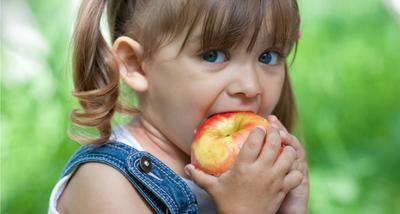 Anak Mengonsumsi Makanan dan Minuman Tidak Higienis