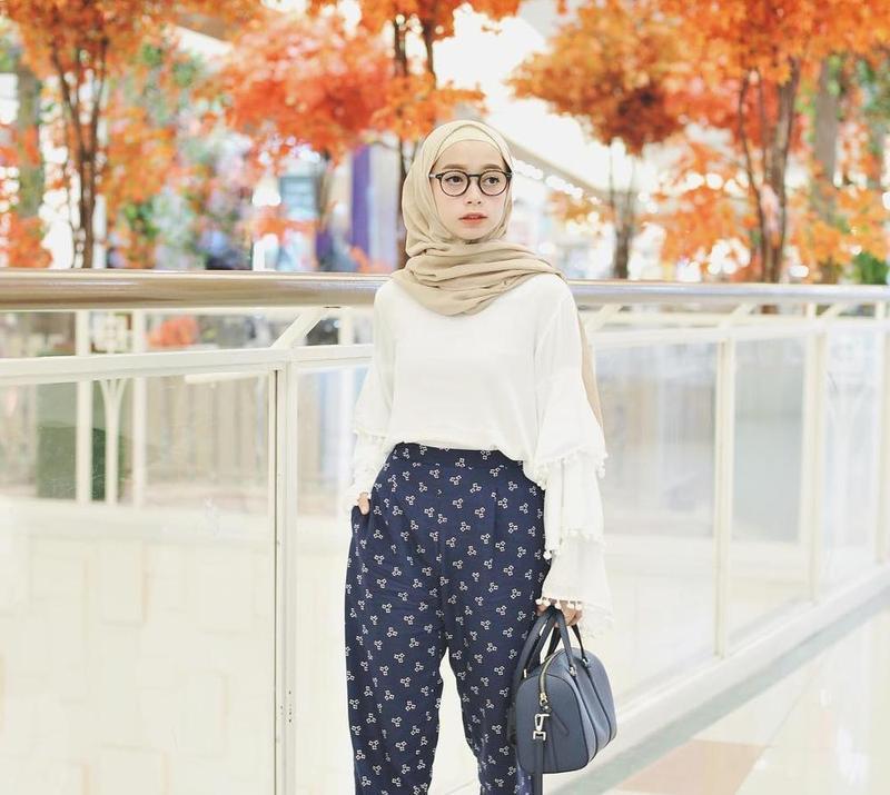 Ini 4 Inspirasi gaya Fashion Remaja Hijabers yang Cocok untuk Usia 17an  dc8b54a358