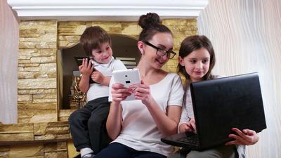 Batasi Waktu Bermain Gadget Pada Anak