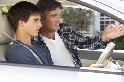 Kapan Sih Waktu yang Tepat Mengajarkan Anak Remaja Berkendaraan? Cek di Sini!