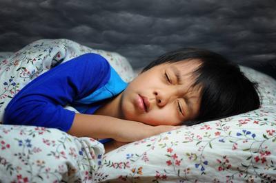 Risiko Anak Tidur dalam Keadaan Terang