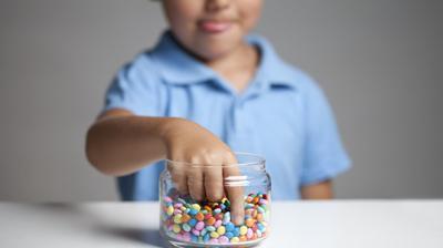 4) Batasi Konsumsi Gula dan Garam