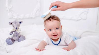 Jangan Panik! Ini Cara Mudah Mengatasi Rambut Rontok Pada Bayi