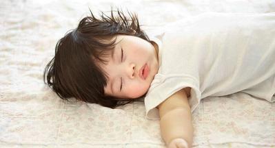 Rambut Bayi Sering Rontok? Duh, Mungkin Ini Moms Penyebabnya