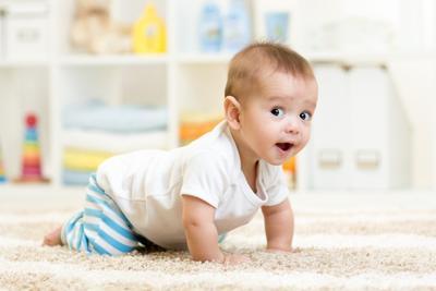 Moms, Begini Lho Cara Merangsang Bayi Agar Cepat Merangkak
