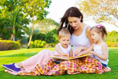 Moms, Ini Lho Tips Seru Bercerita Agar Anak Tertarik dan Tak Membosankan