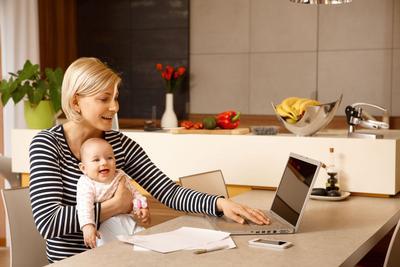 Moms, Begini Lho Trik Jitu Mengasuh Anak Sembari Tetap Bekerja