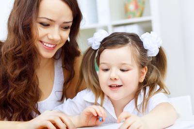 Enggak Perlu Khawatir, Begini Lho Moms Mendidik Anak  Sebagai Single Parents