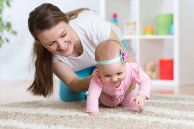 Stimulasi agar Bayi Merangkak